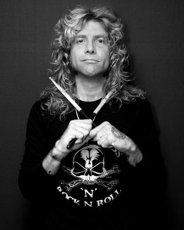 Steven Adler performed with Guns'n'Roses