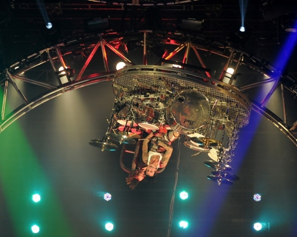 en.beatit.tv Tommy Lee 360 drum solo