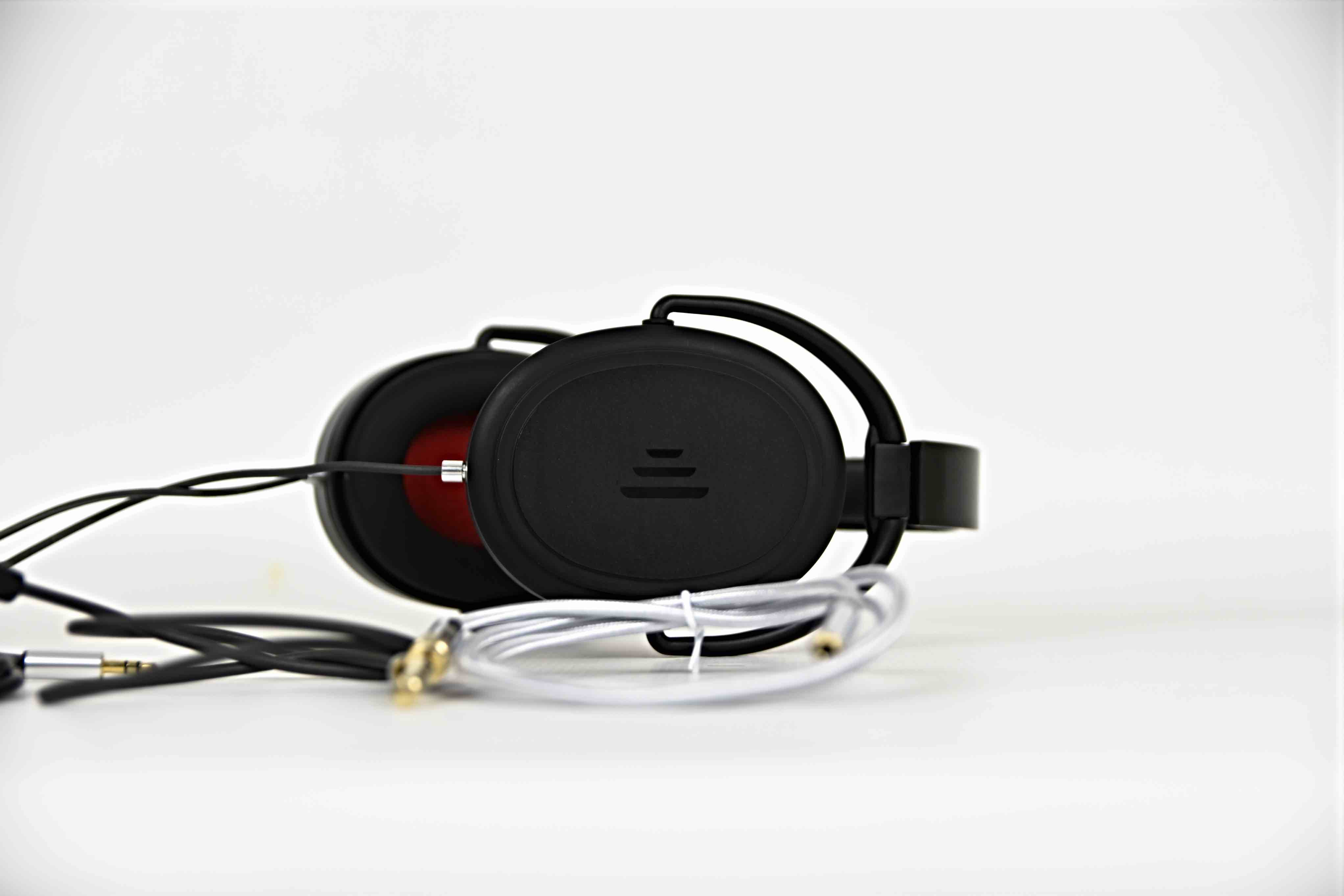 Direct Sound Extreme Isolation SP-34 Headphones tested by en.beatit.tv