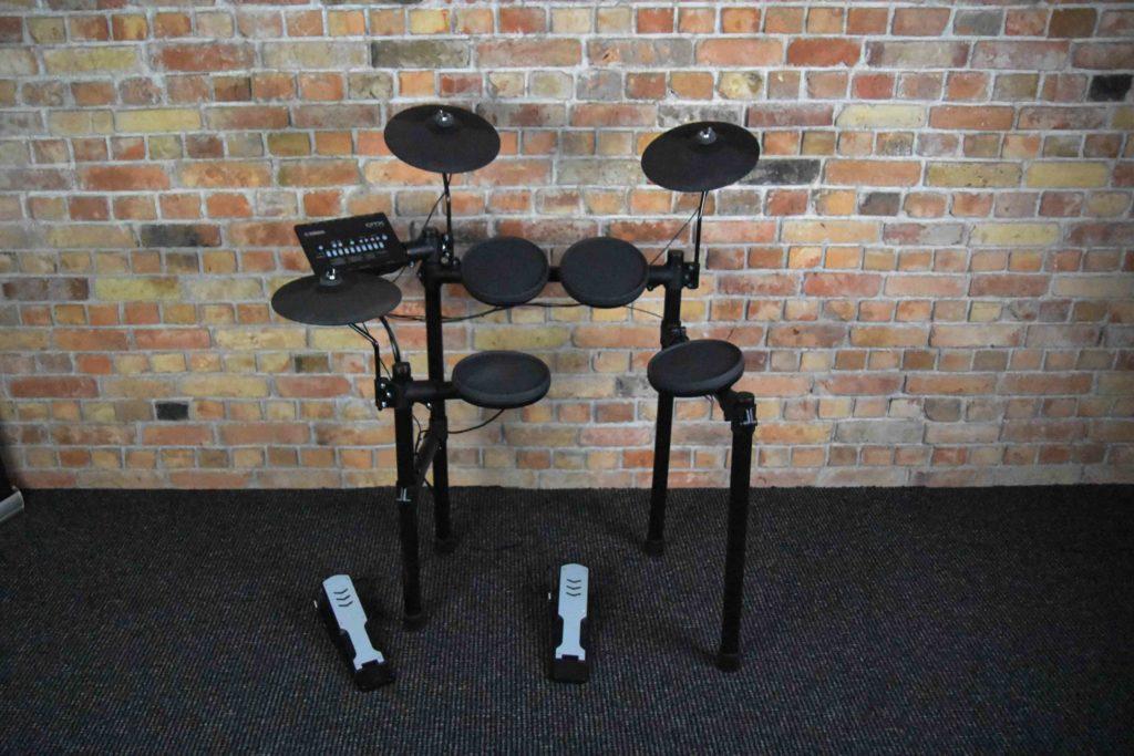 BeatIt Test: Yamaha DTX402K Electronic Drum Kit | Beatit tv