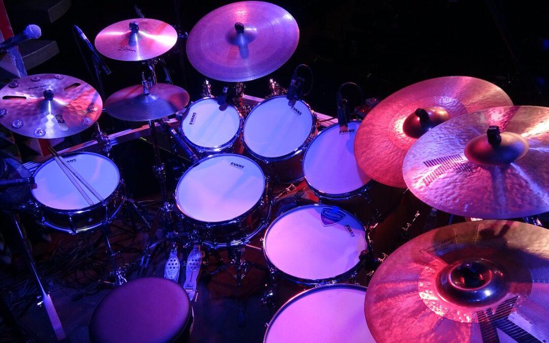 Omar Hakim presents his drum kit